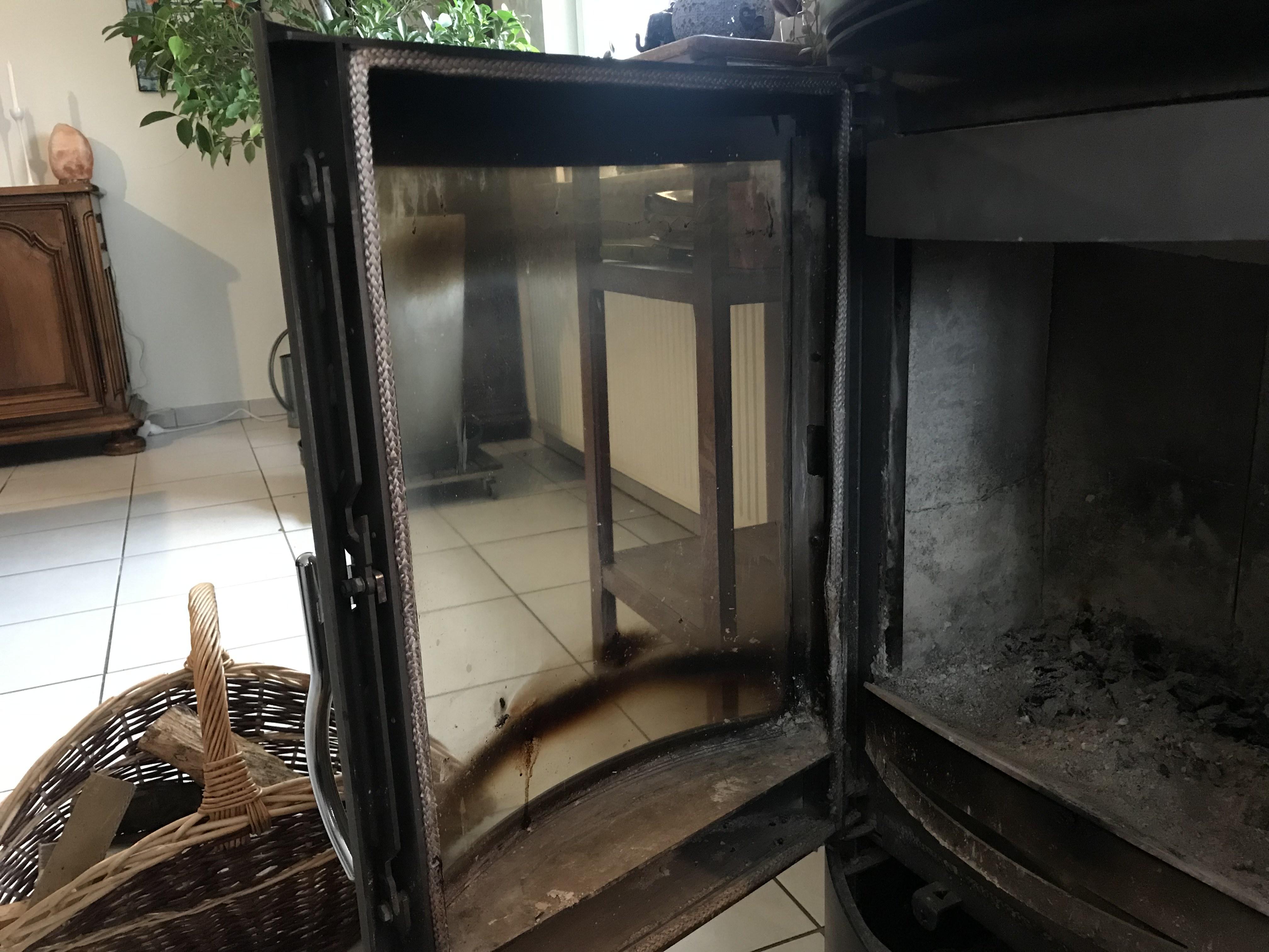 3 astuces pour nettoyer votre vitre d'insert de cheminée