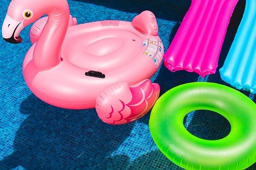 Comment nettoyer et désinfecter les jouets aquatiques des petits et des grands